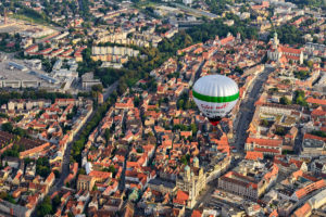 Der Augsburg Heissluftballon über der Stadt