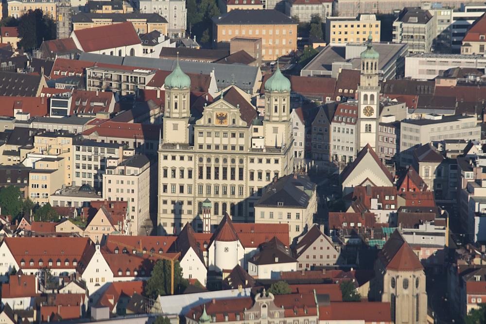 Augsburger Rathaus mit dem Perlachturm